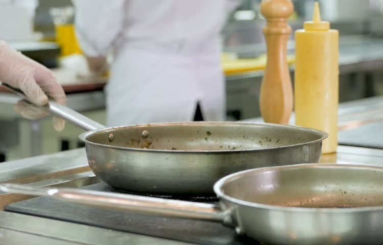 Cooking With Aluminum Pan